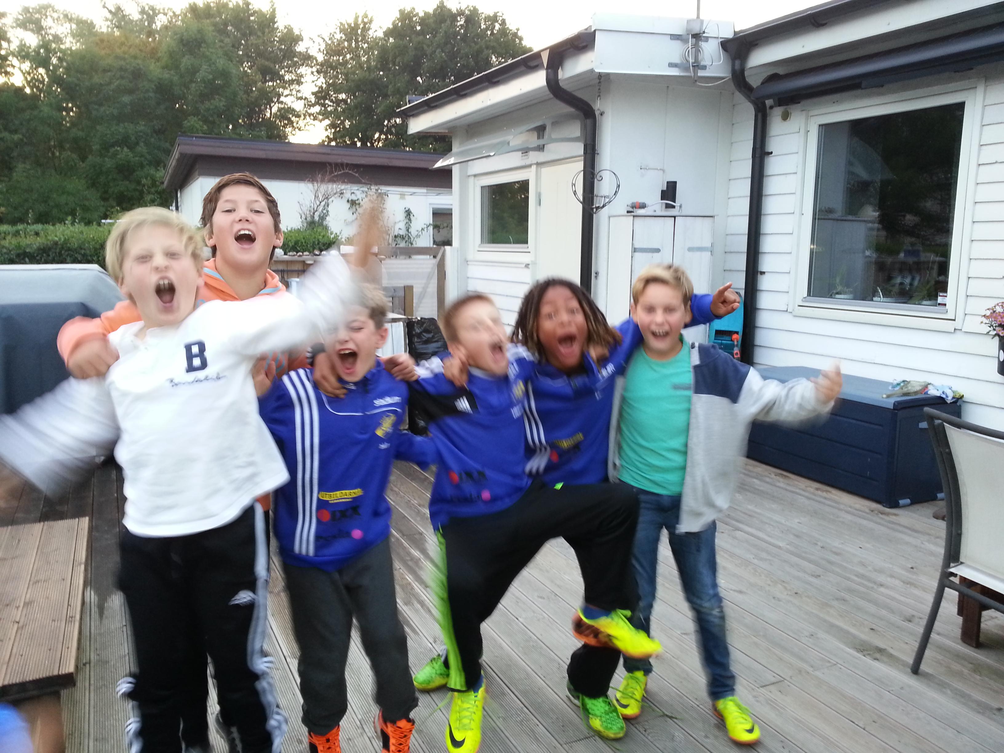 kalas 10 år kille Max och Zeb firar 10 år med fotbollskillarna | Zeb Krigaren kalas 10 år kille